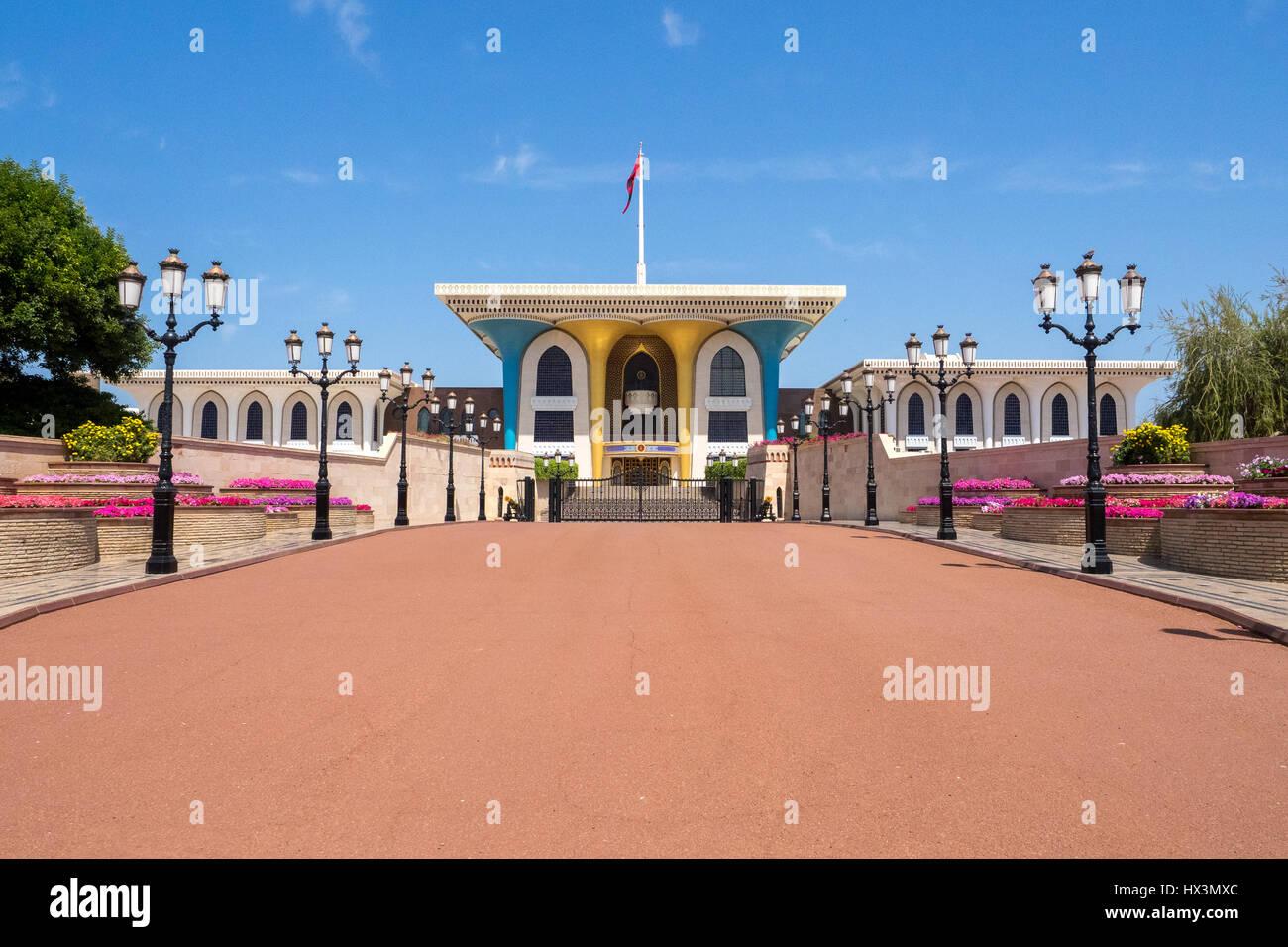 Vista frontale del Palazzo Reale del Sultano bin Al Qaboos in Muscat Muttrah, Oman Immagini Stock