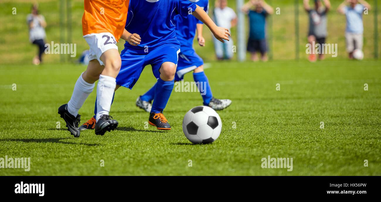 Immagini Di Calcio Per Bambini : Partita di calcio per i bambini ragazzi che giocano a calcio