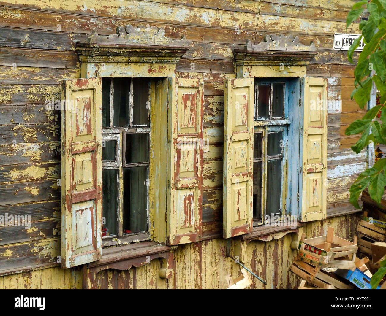 Rivestimento Casa In Legno : Una tradizionale casa russo di legno o di legname e con