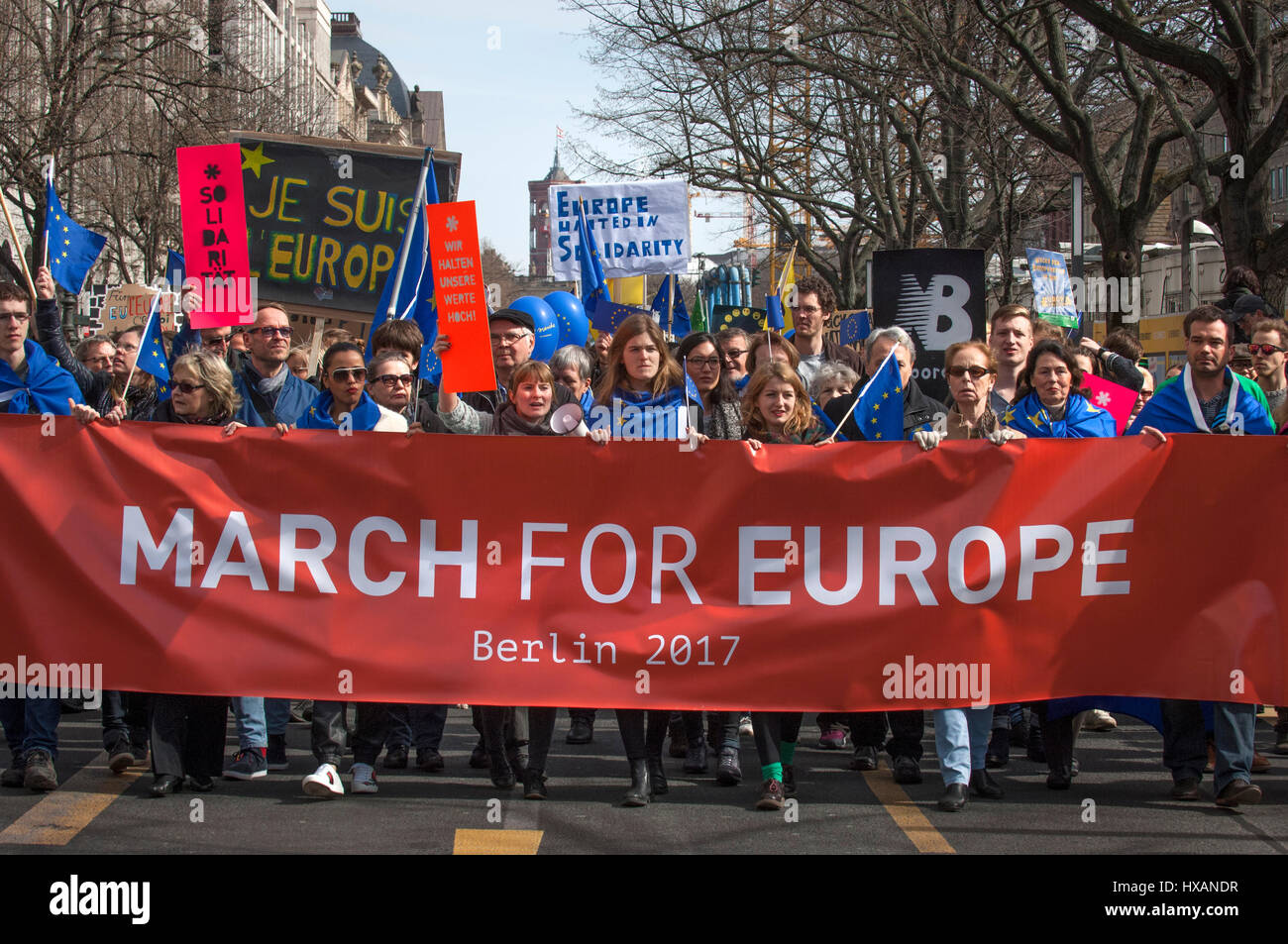 Il mese di marzo per l'Europa. Sessantesimo anniversario del Trattato di Roma demo in Berlin. Foto Stock