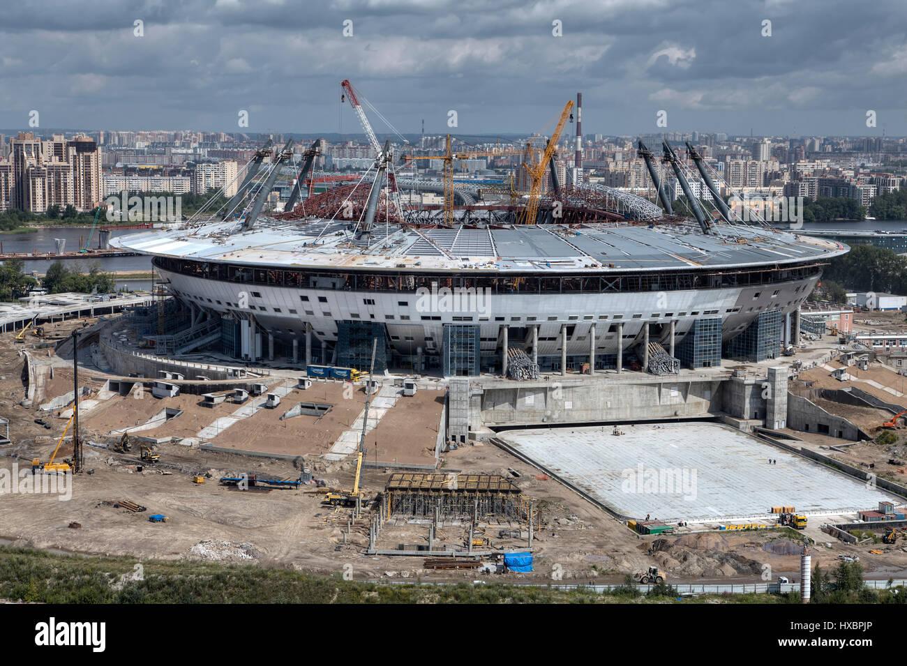 San Pietroburgo, Russia - Luglio 16, 2015: vista dall'alto del sito della costruzione di un impianto sportivo, Immagini Stock