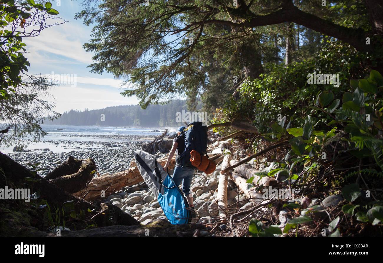 Il campeggio e il surf in spiaggia Sombrio, Isola di Vancouver Immagini Stock