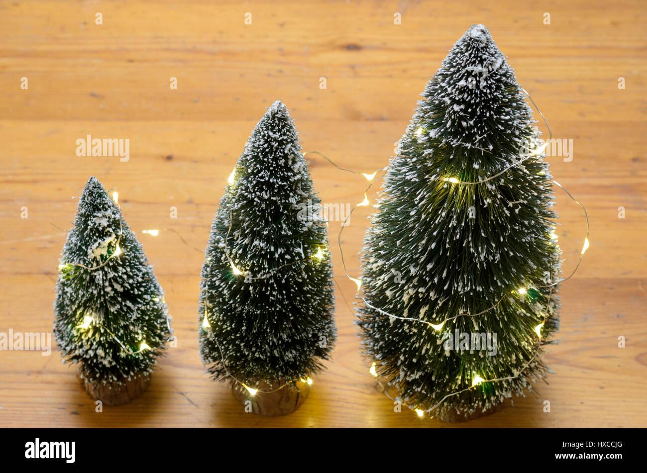 Decorazioni In Legno Per Albero Di Natale : Tre piccole decorazioni per la tavola di alberi di natale in