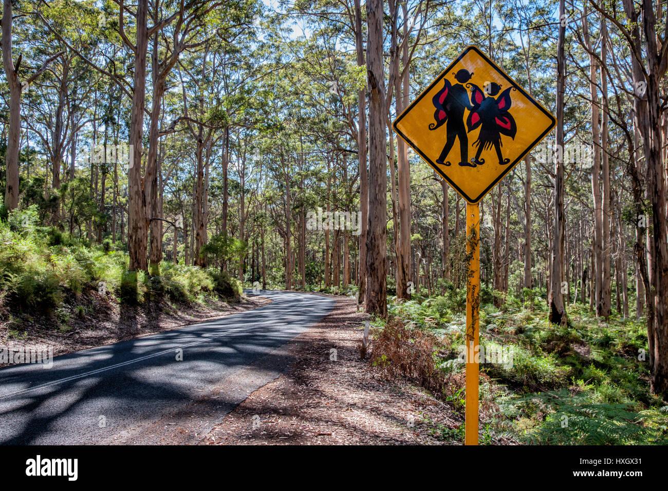 Attenzione Elfi cartello stradale in tingle tree foreste del Sud Australia Occidentale Immagini Stock