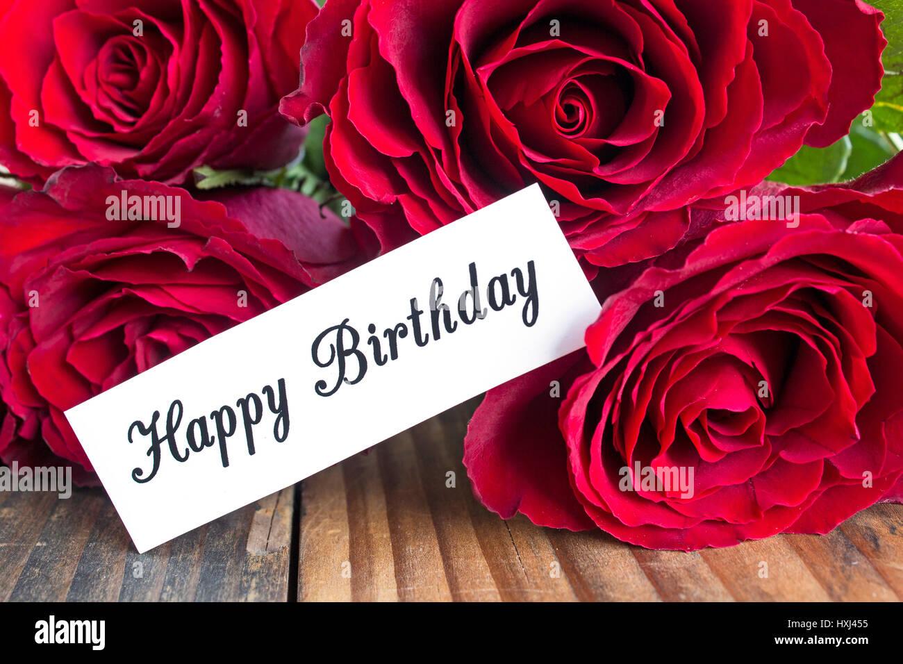 Buon Compleanno Card Con Bouquet Di Rose Rosse Vicino Foto