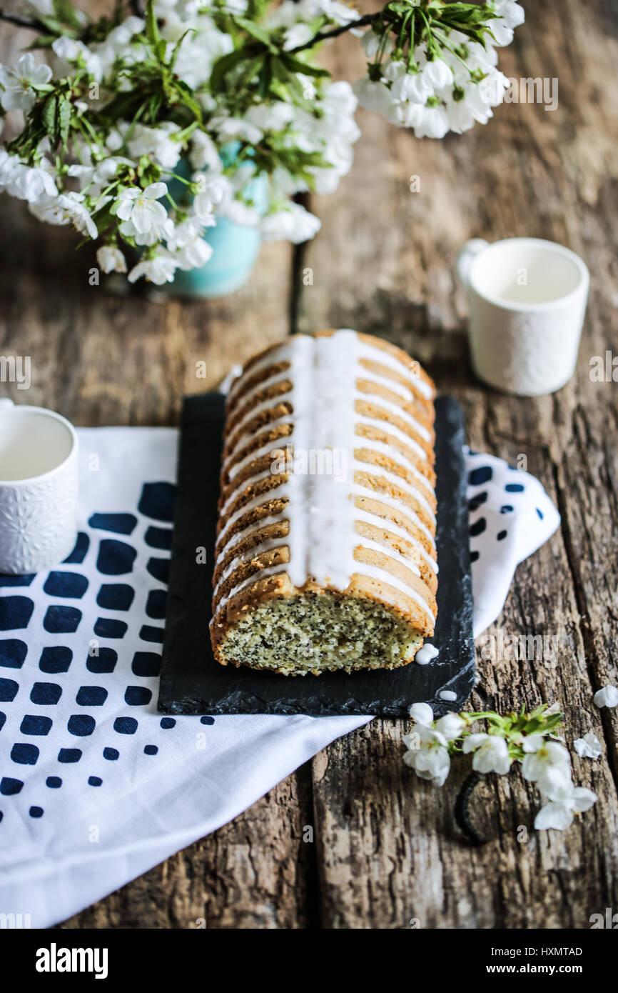 Semi di papavero e limone torta di pane Immagini Stock