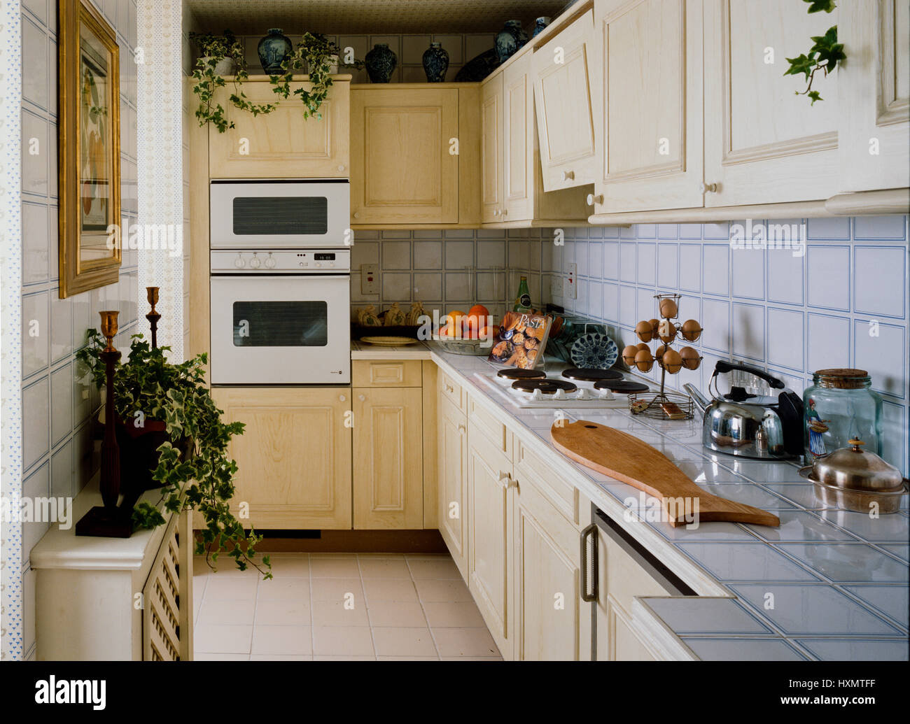 Credenza della cucina immagini & credenza della cucina fotos stock