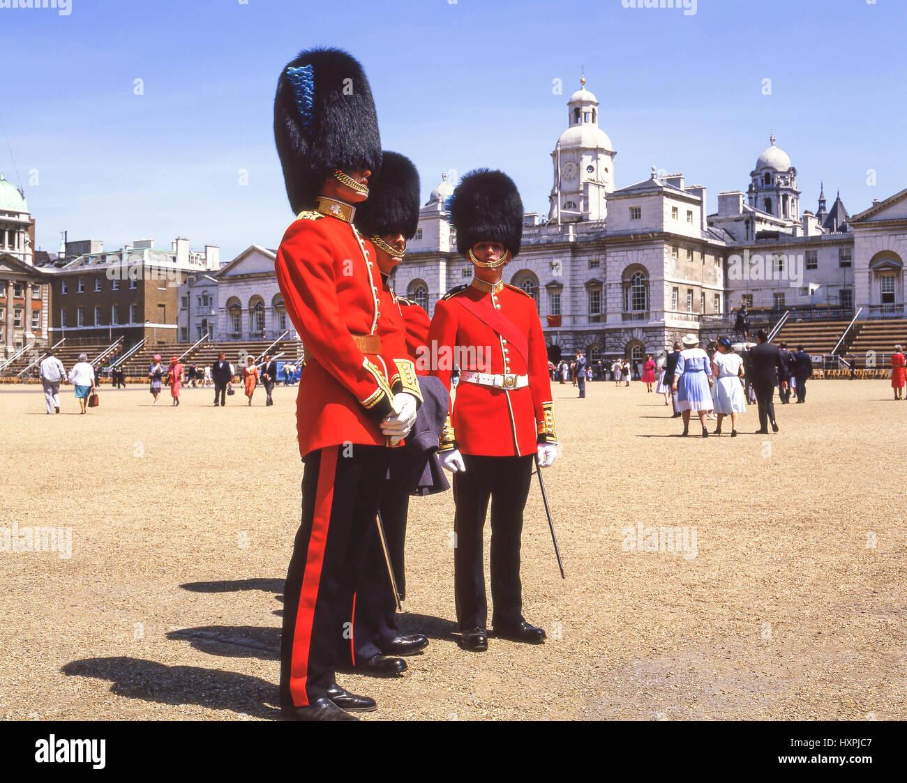 Irlandese guardie a Trooping della cerimonia del colore, la Sfilata delle Guardie a Cavallo, Whitehall, Greater Immagini Stock