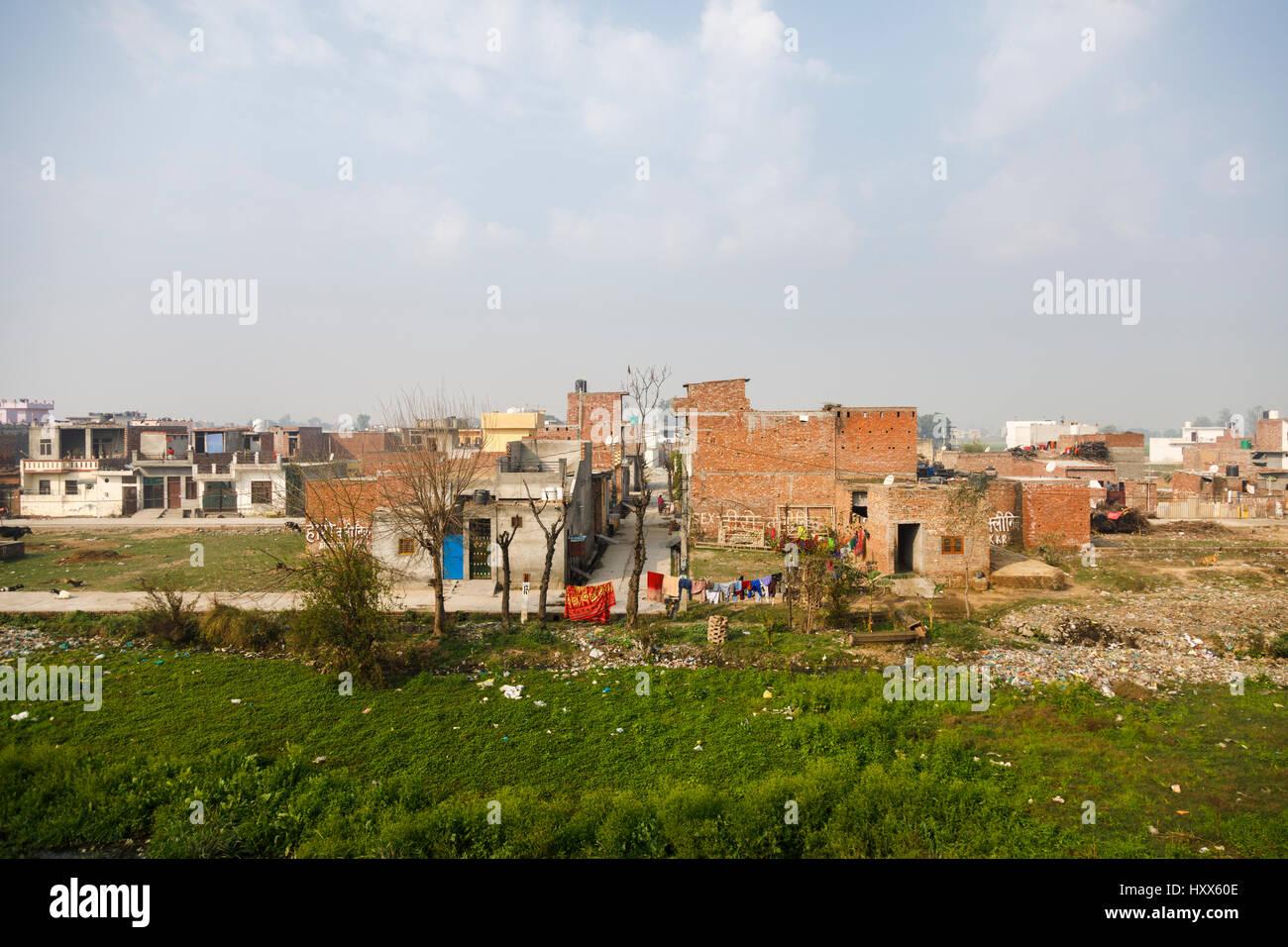 Villaggio, paesaggio e vicino a Kalka, Haryana, l'India del nord, il terminus di Delhi a Kalka linea per il Immagini Stock