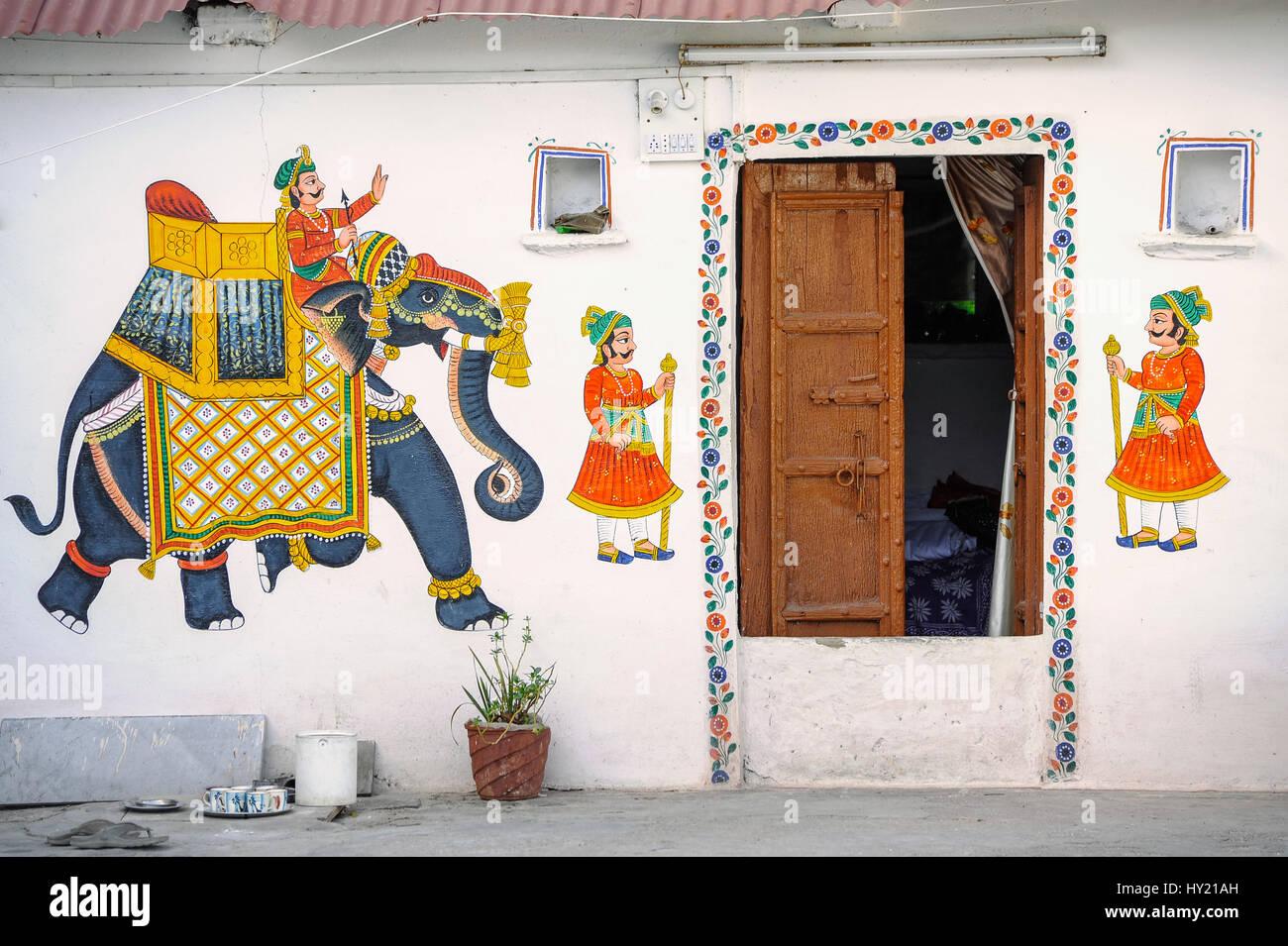 Casa di Rajasthani in Udaipur decorate in arte Rajput Immagini Stock
