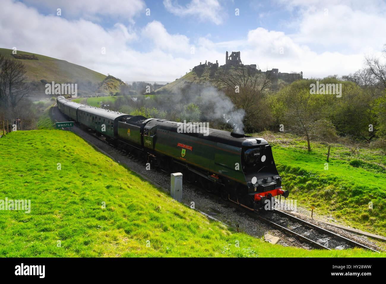 Corfe Castle, Dorset, Regno Unito. 31 Mar, 2017. La stazione ferroviaria di Swanage hosting di un vapore di gala Immagini Stock