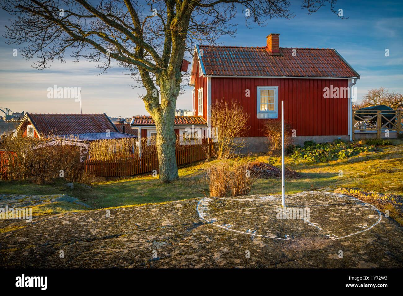 Svedese tipico piccolo cottage in Karlskona, Svezia ..... Karlskrona è una località e la sede del Comune Immagini Stock