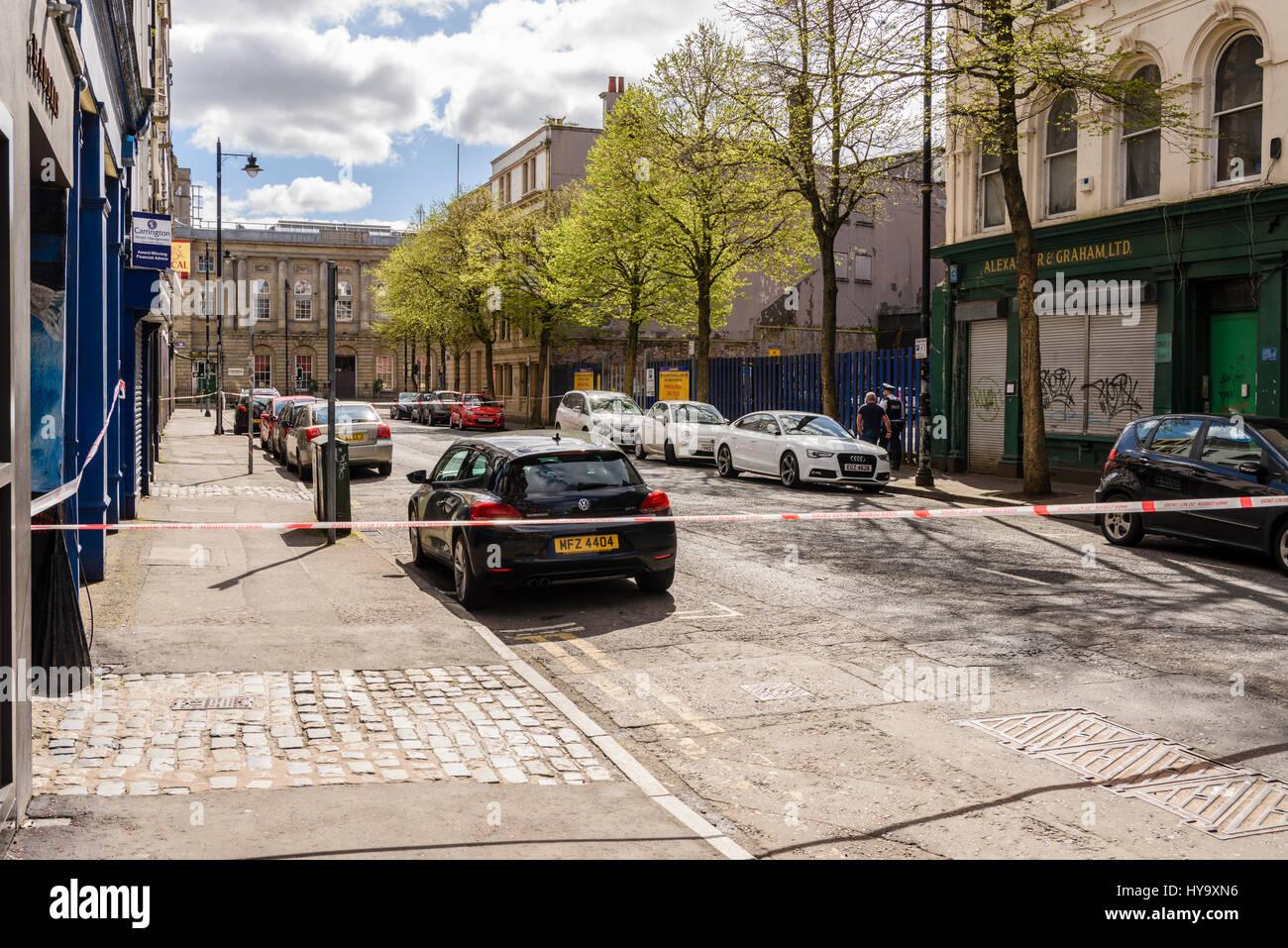 Belfast, Irlanda del Nord. 02 apr 2017 - Lancio di polizia omicidio di inchiesta dopo l'uomo muore dopo assalto Immagini Stock