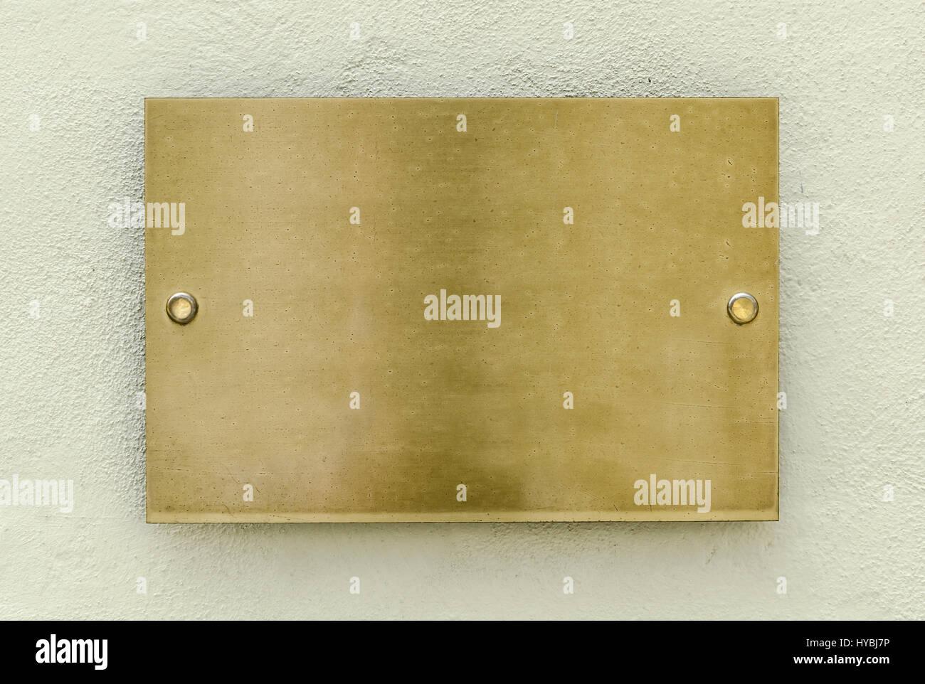 Parete Doro : La placca doro su una parete per il tuo sfondo foto & immagine
