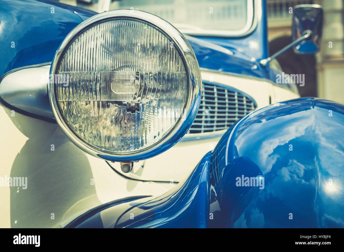 Vintage auto classica vista frontale con faro Foto Stock