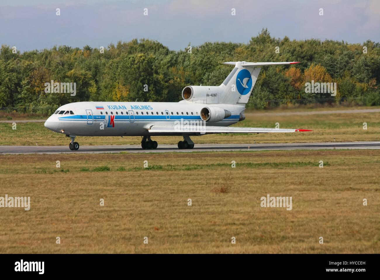 Gli Yak-42 aeromobile è in fase di accelerazione prima del decollo, Rostov-on-Don, in Russia, 13 ottobre 2010. Immagini Stock