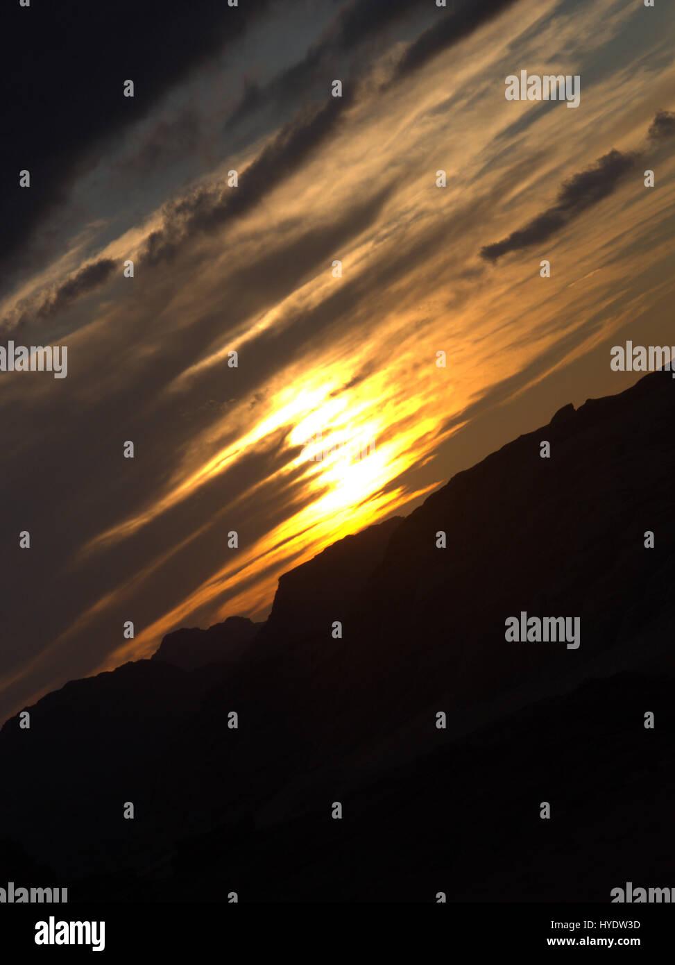 Sunrise nel Wadi Rum desert in posizione jordania posto sono stati girati film come indiana jones laurence di arabia Immagini Stock