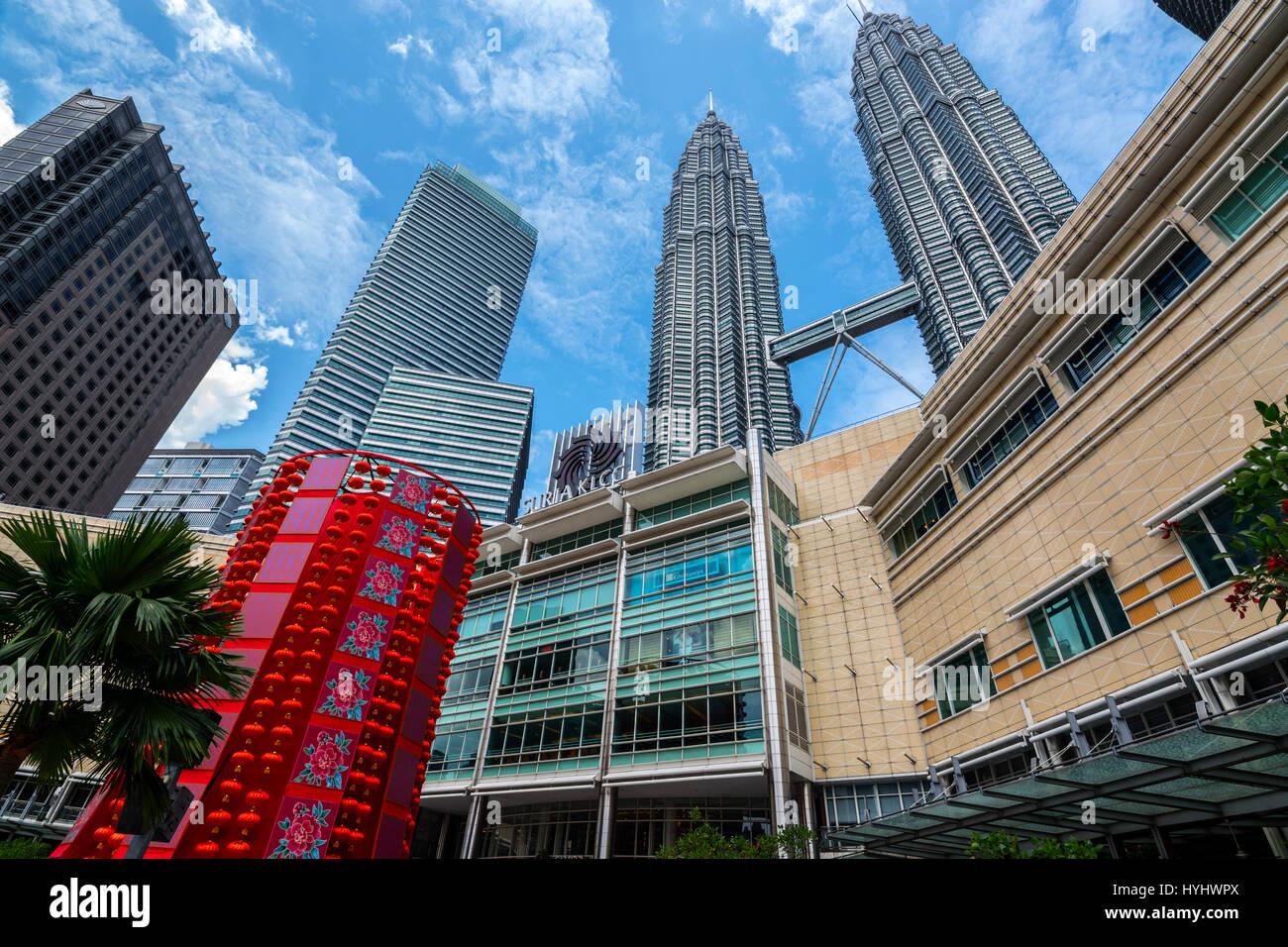 Petronas Twin Towers e Suria KLCC Shopping Mall, Kuala Lumpur, Malesia Immagini Stock