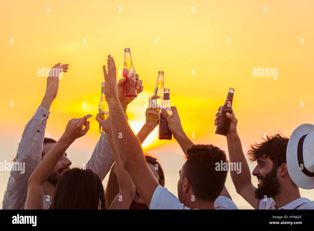 Amici Beach Party drink Toast celebrazione Concept Immagini Stock