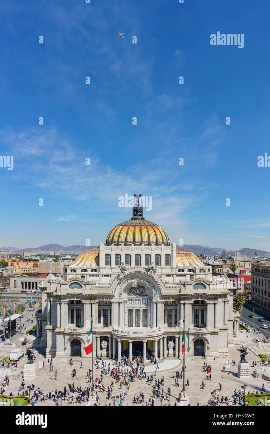 Antenna vista la mattina del Palazzo delle Belle Arti, la Cattedrale di Arte in Città del Messico Immagini Stock