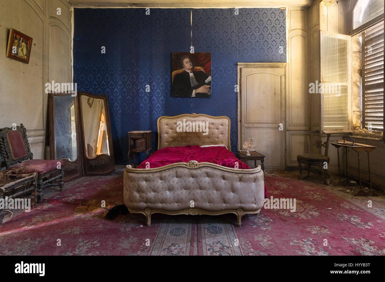 Letto A Castello In Francese.Questa Camera Da Letto E Situato All Interno Di Un Abbandonato