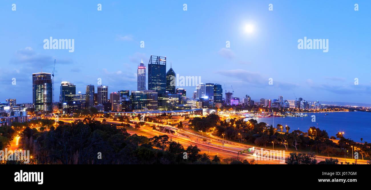 La città di Perth all'imbrunire, Australia Immagini Stock