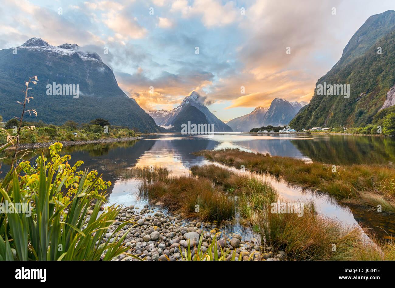 Mitre Peak, Tramonto, Milford Sound, Parco Nazionale di Fiordland, Te Anau, Regione del Southland, Southland, Nuova Immagini Stock