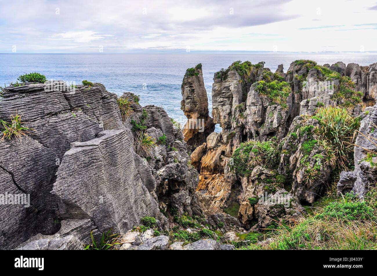 Pancake rocks in Punakaiki sulla costa ovest della Nuova Zelanda Immagini Stock