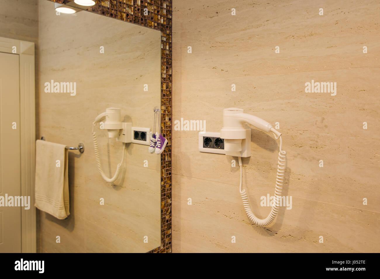 Stanze Da Bagno Piccole : Asciugacapelli in bagno. linterno della stanza da bagno dellhotel