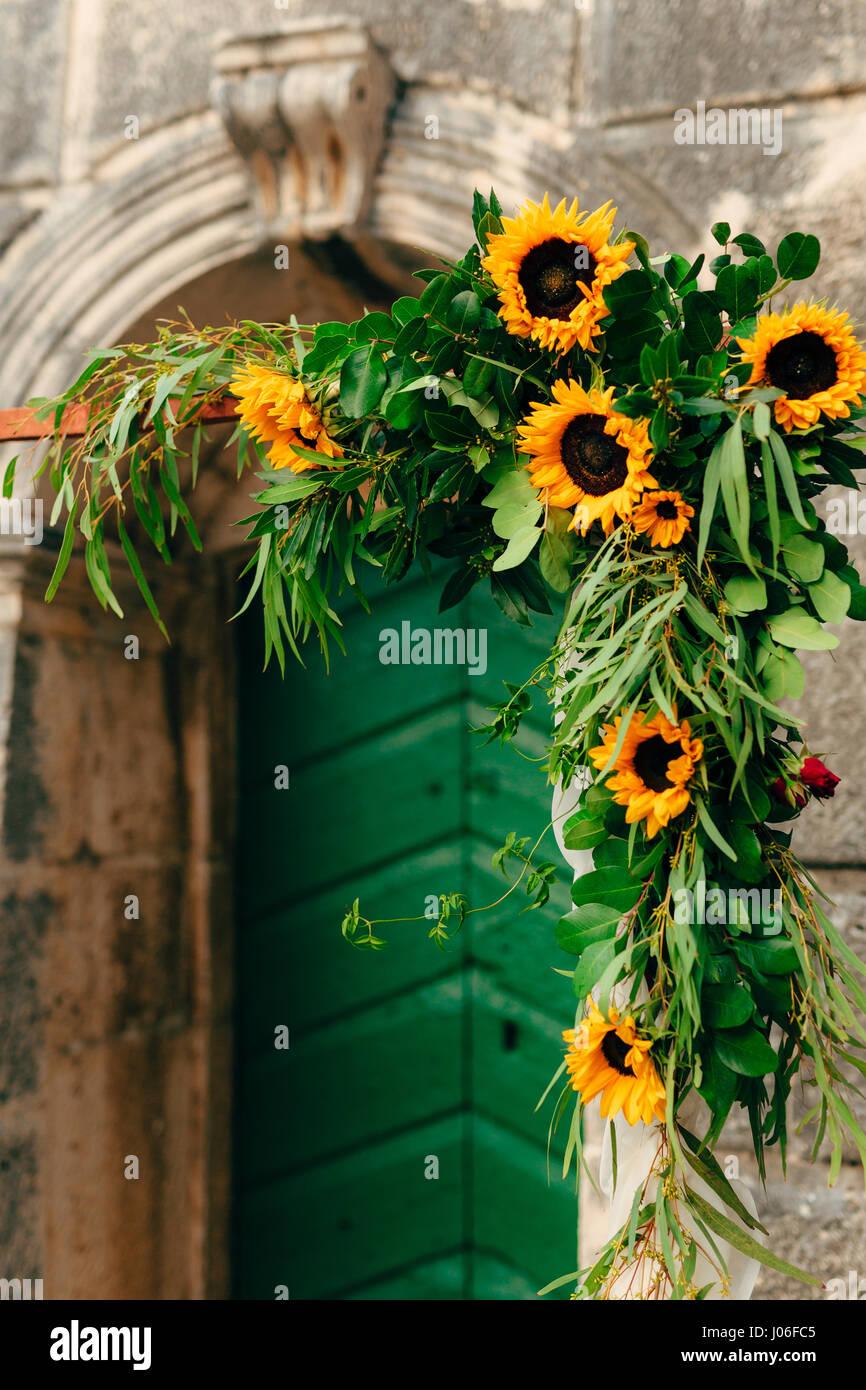 Girasoli Chiesa Per Matrimonio : Arco di nozze di girasoli la cerimonia in san nicola chiesa in