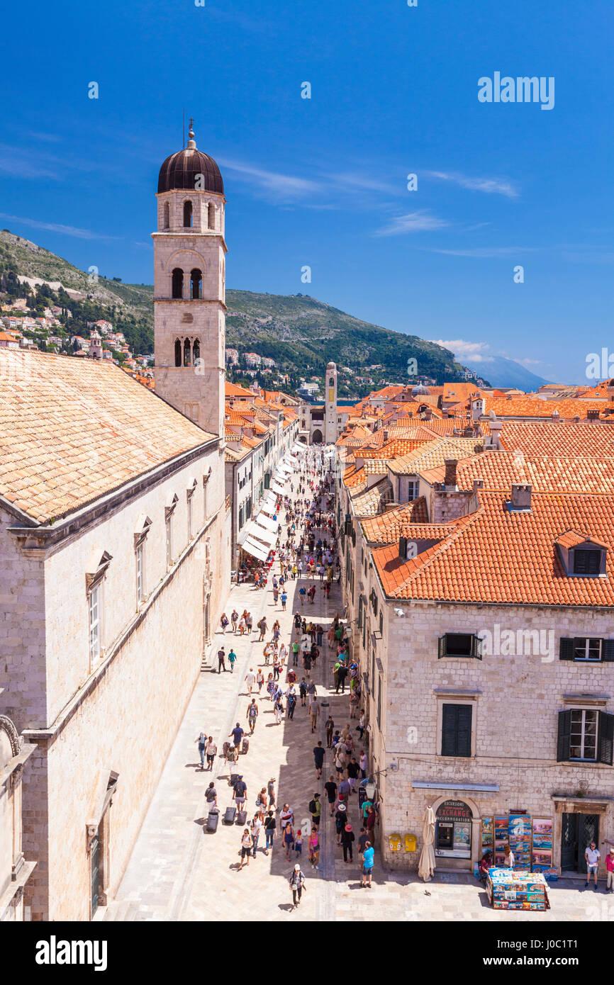 Vista sul tetto della strada principale Plaça, Stradun, Dubrovnik Città Vecchia, sito Patrimonio Mondiale Immagini Stock