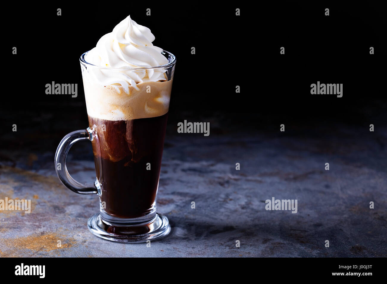 Hot caffè viennese con panna montata Immagini Stock