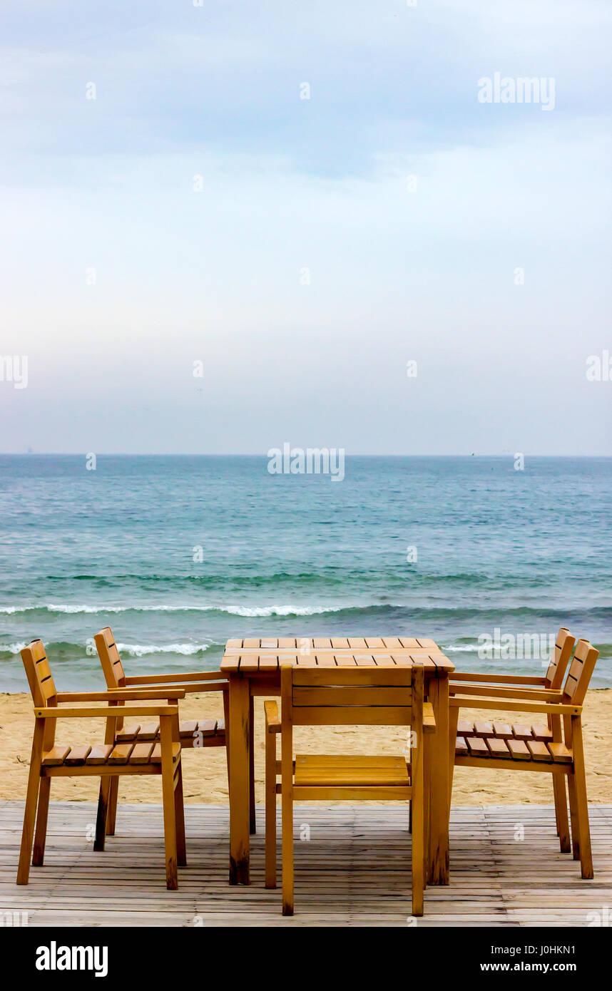 Mar Sedie E Tavoli.Tavolo E Sedie In Un Ristorante Sulla Spiaggia Del Mar Nero