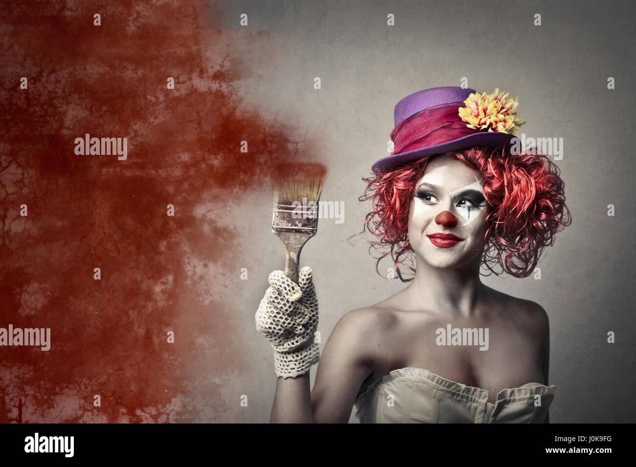 Clown donna con spazzola di vernice Immagini Stock