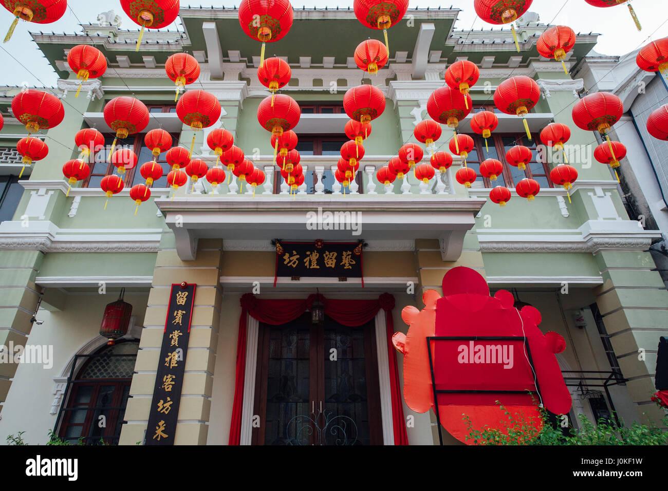 George Town, Malesia - 24 Marzo 2016: Yap Kongsi clan casa decorata con il cinese lanterne rosse, Armenian Street, Immagini Stock