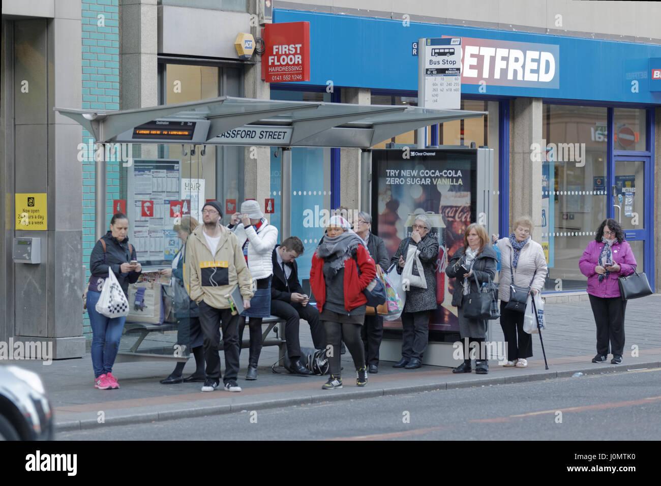 Glasgow fermata bus microcosmo della vita britannica Immagini Stock