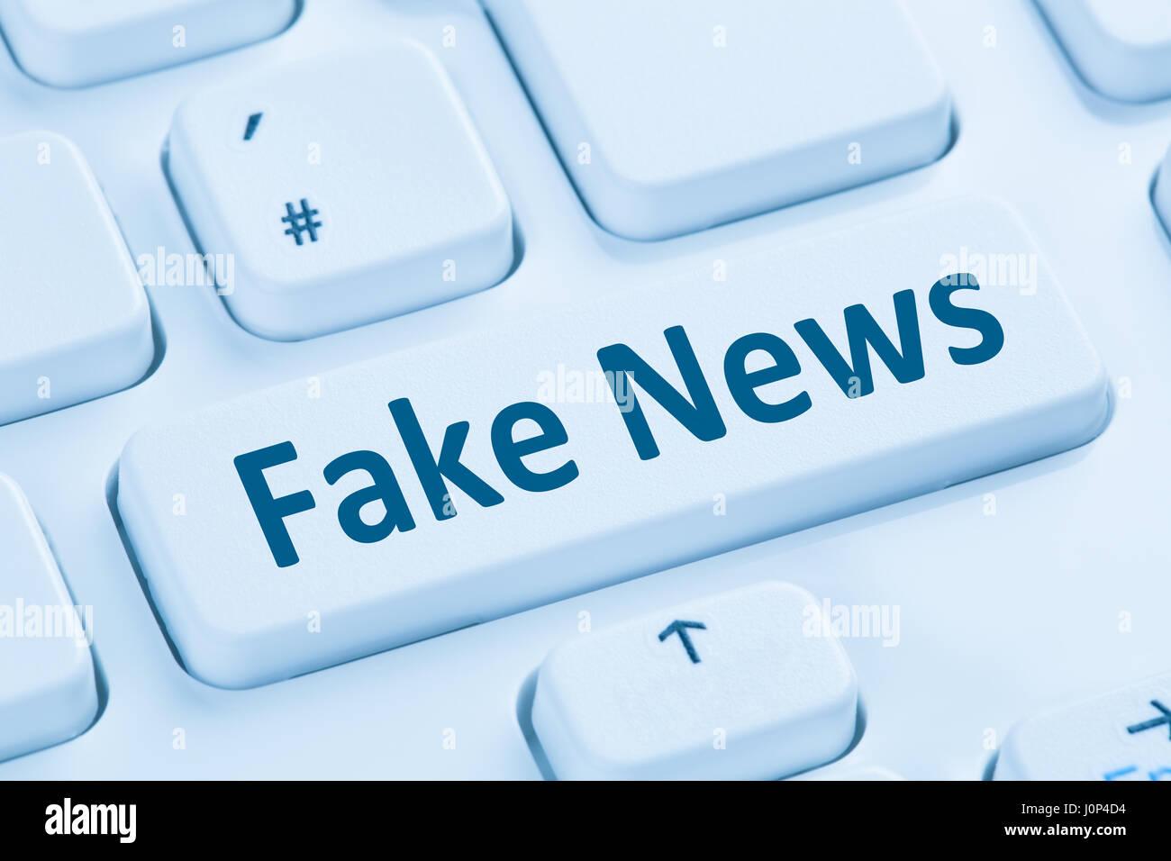 Notizie false verità giacciono media pulsante internet online computer blu simboli della tastiera Immagini Stock