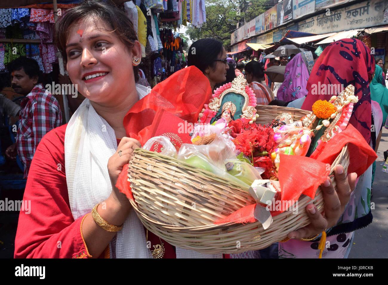 Kolkata, India. Xv Apr, 2017. Bengali culto Indù Laxmi e indù Ganesh il Dio e la DEA per la prosperità Immagini Stock