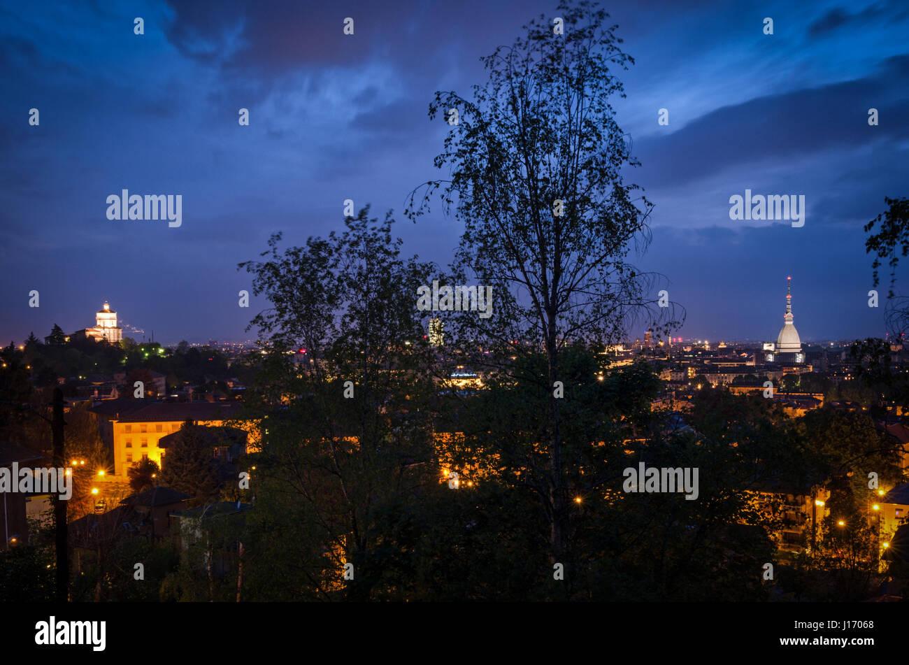 Torino Mole Antonelliana e Monte dei Cappuccini a blue ora Foto Stock