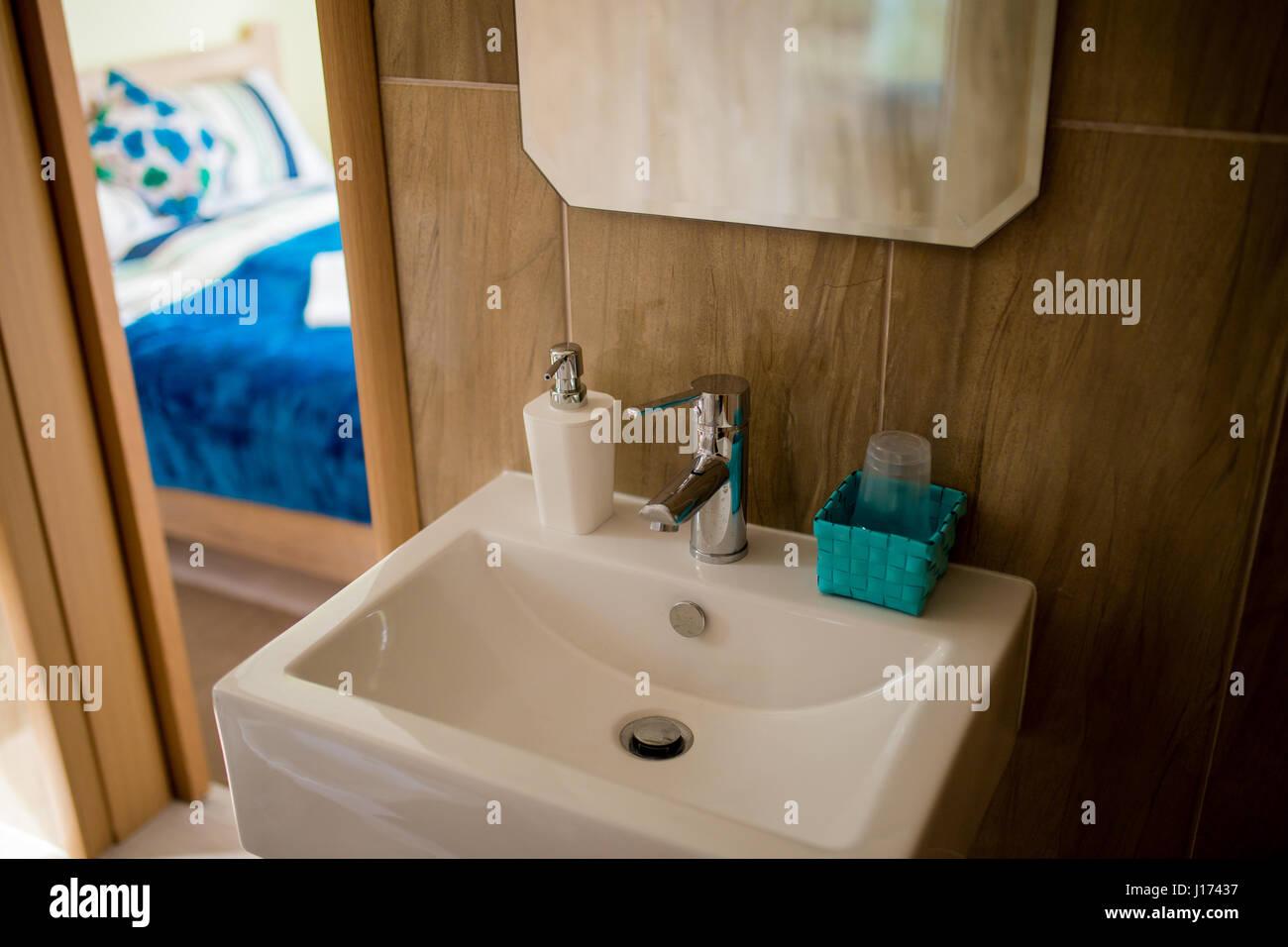 Bagno interno lavandino bidet wc specchio di grandi