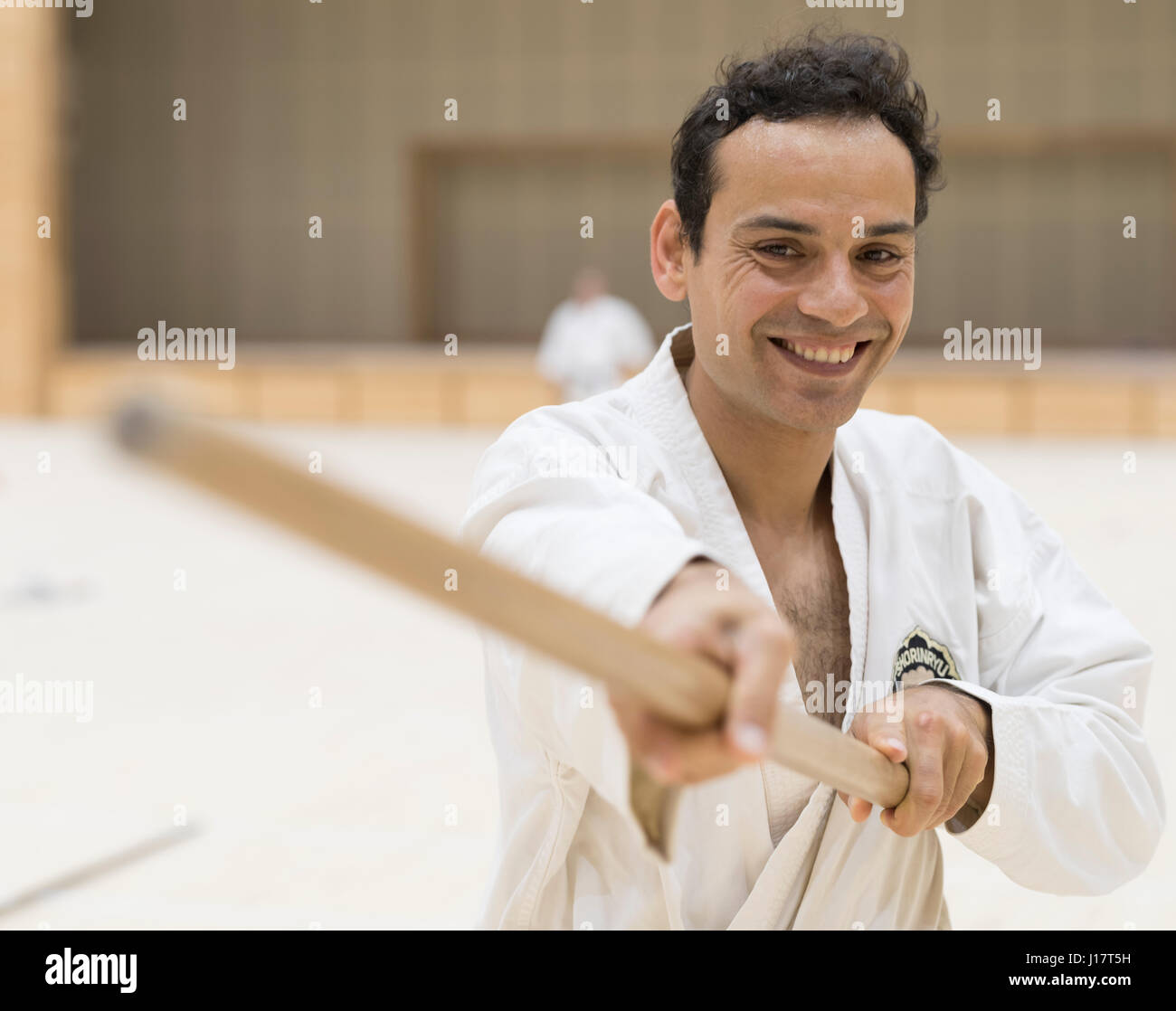 100 Kobudo Kata evento al Karate Kaikan, Okinawa, in Giappone Immagini Stock