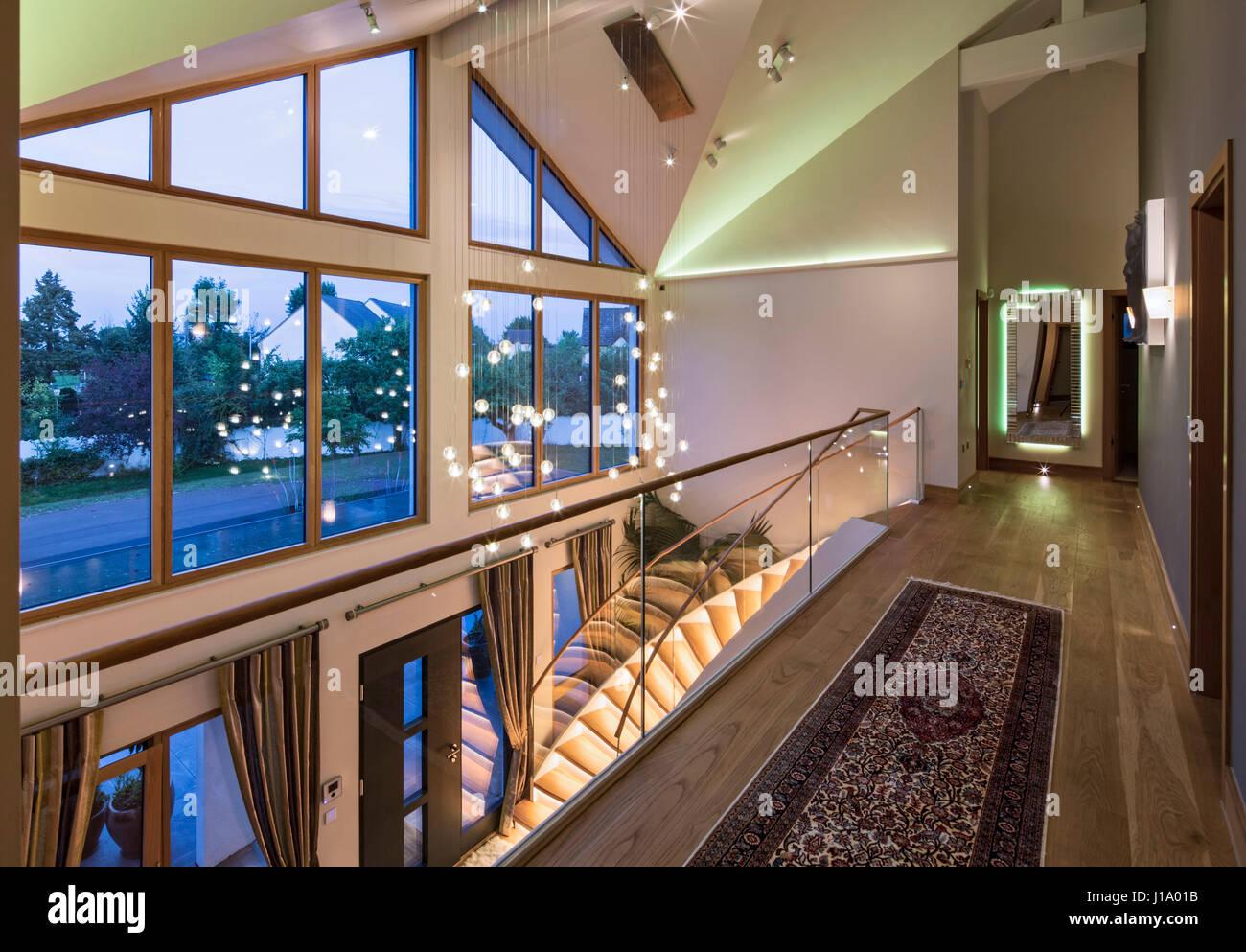 Illuminazione Ingresso Casa : Galleria in ingresso con funzione di illuminazione. weberhaus casa