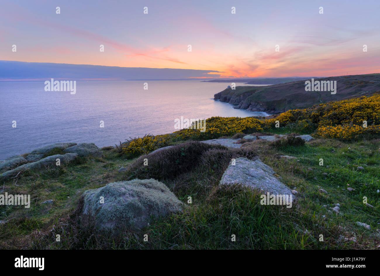 A Clifftops Rinsey sulla West Cornish Coast Immagini Stock