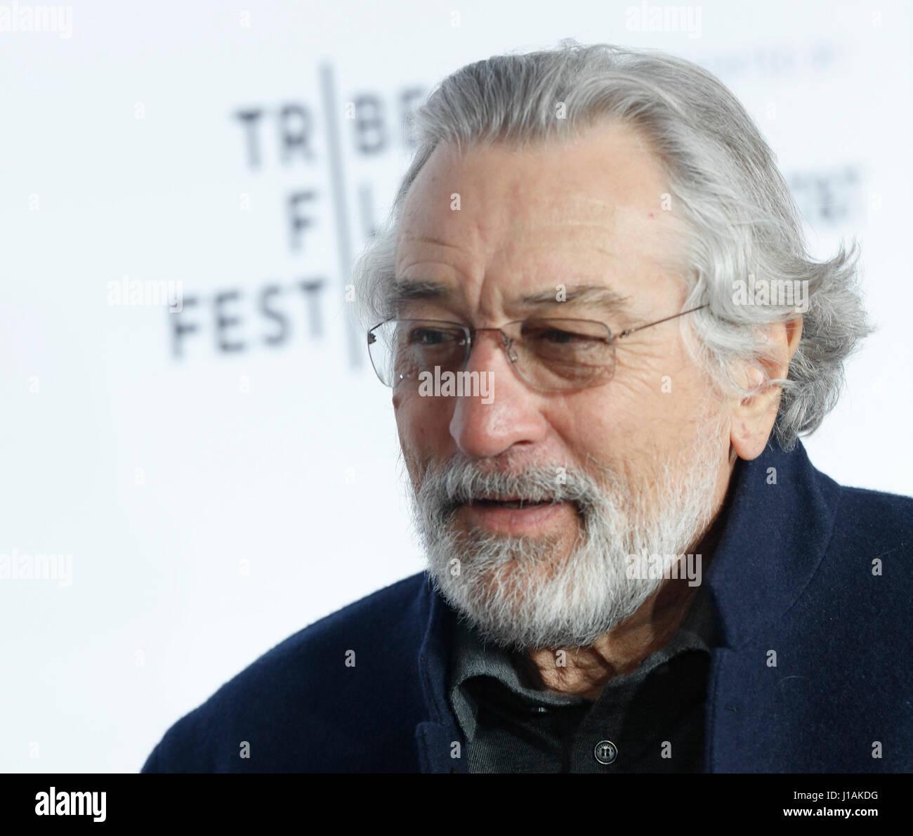 New York, Stati Uniti d'America. 19 Aprile, 2017. Robert De Niro arriva a 2017 Tribeca Film Festival apertura Immagini Stock