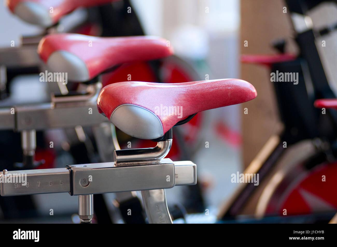 Una filatura macchine aerobiche in un Festival del Fitness Immagini Stock