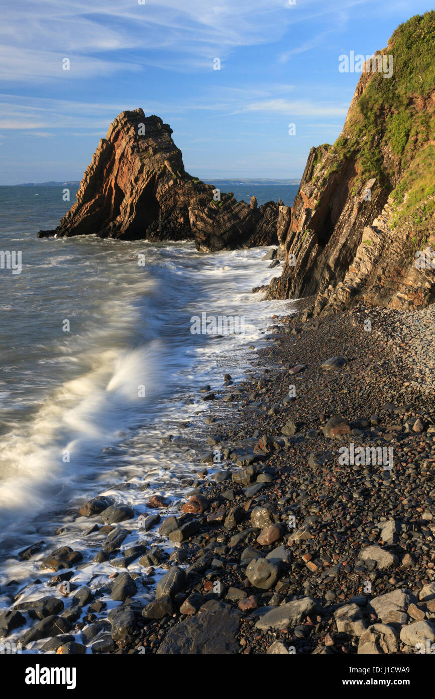 Blackchurch Rock a Mouthmill vicino Clovelly in North Devon. Immagini Stock