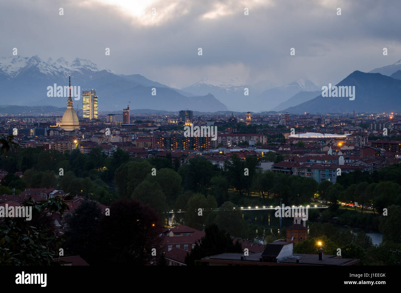 Torino, skyline con la Mole Antonelliana e la Valle di Susa Foto Stock