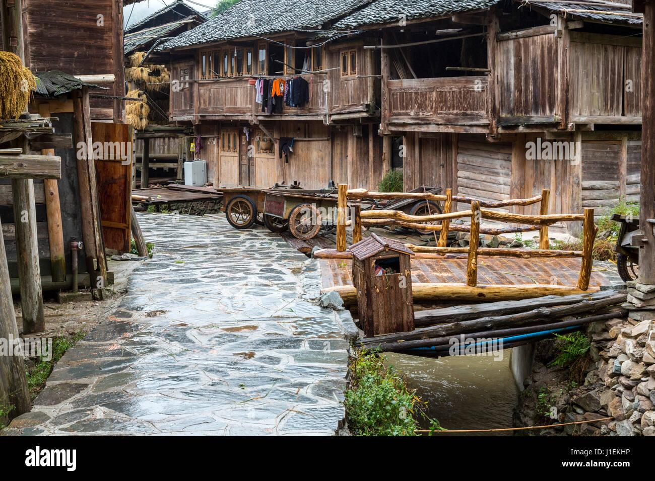 Case Tradizionali Cinesi : Huanggang guizhou cina. case tradizionali in un dong villaggio
