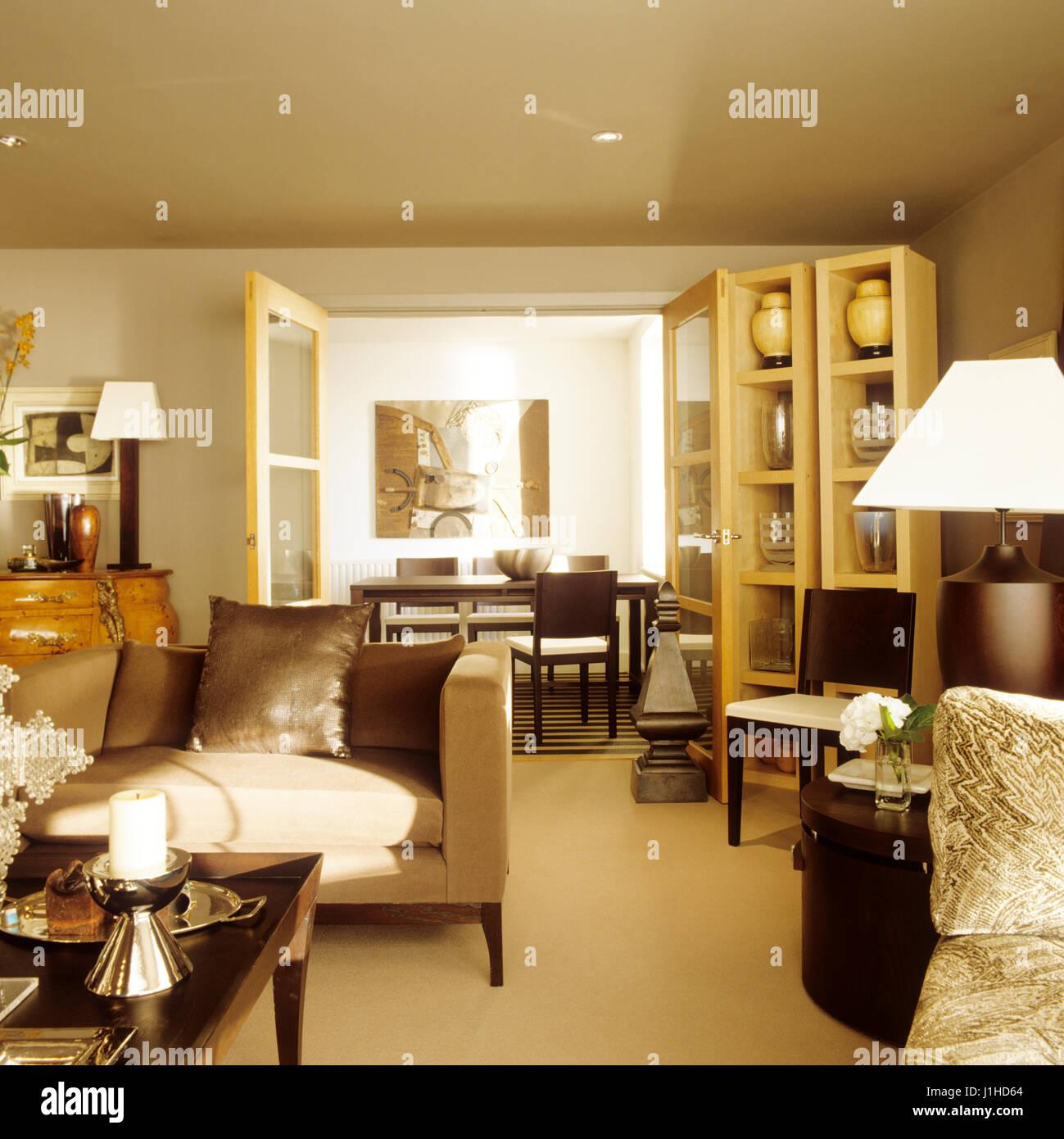 Piano aperto in stile contemporaneo soggiorno Foto & Immagine Stock ...