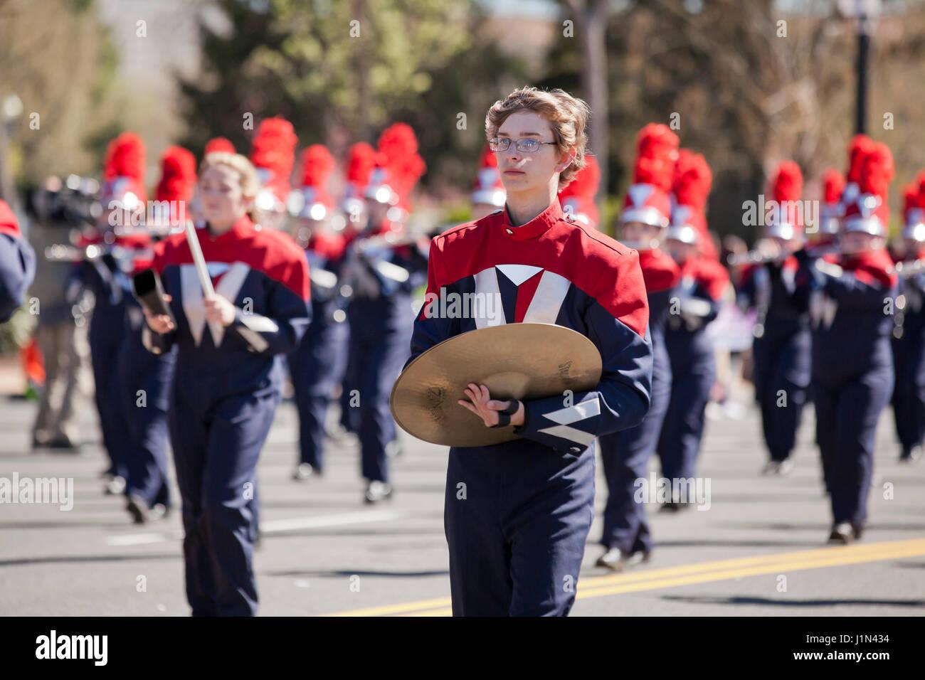 High school marching band di cembali player - USA Immagini Stock